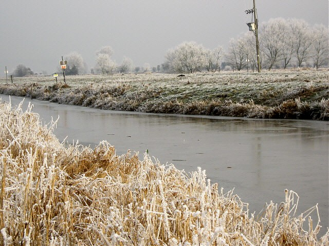 Sowy River in winter, near Othery